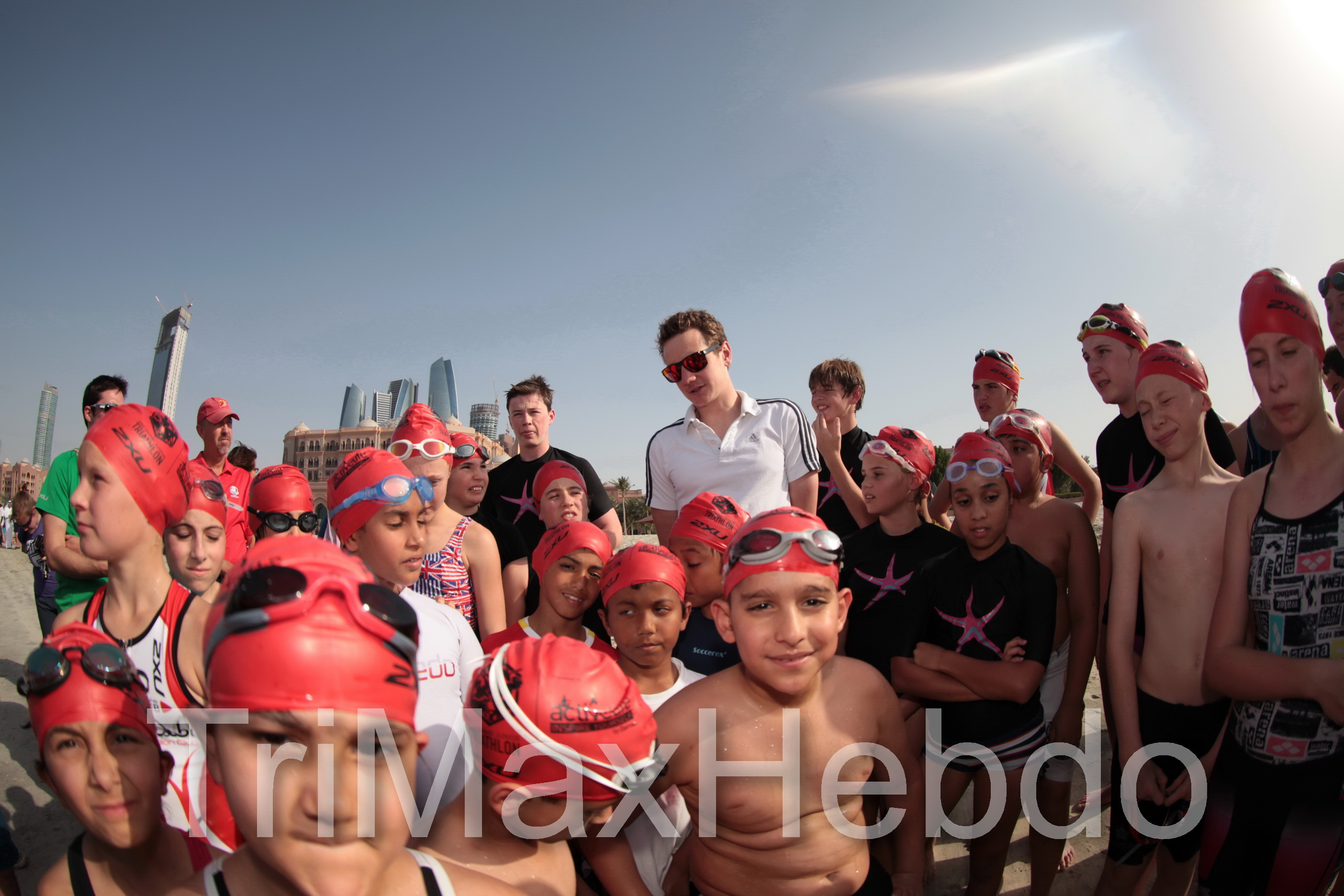 Abu Dhabi triathlon : the youngs  triathletes with Brownlee Brothers